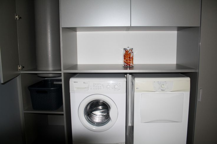 Berging voor uw wasplaats, met waskoker in uw kast verwerkt www.robax.be