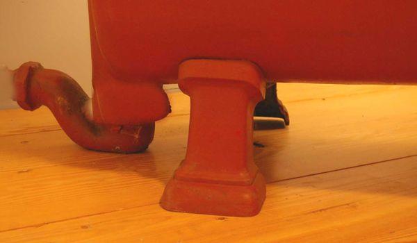 Reclaimed cast iron roll top plunger bath