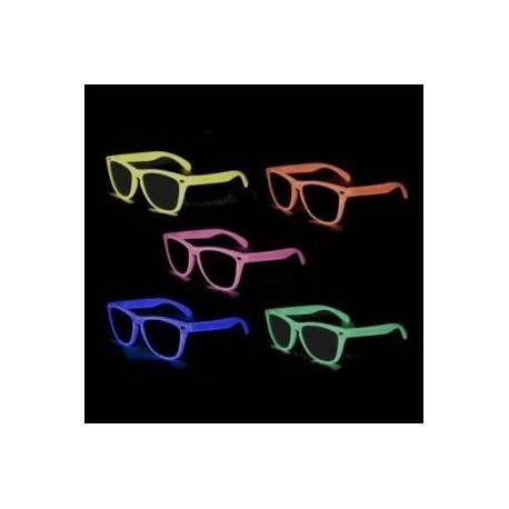 Lunettes Fluo Phosphorescentes par la marque de vetements et accessoires LED / Lumineux, j'ai nommé HEARTJACKING    https://www.heartjacking.com/fr/512-lunettes-fluo.html    Lunettes qui brillent dans le noir, disponibles en de multiples couleurs fluorescentes, et meme phosphorescentes : lunettes phospho vertes, lunettes fluo bleues, lunettes fluorescentes jaunes, lunettes phosphorescentes roses, et il y a des lunettes oranges pour finir !