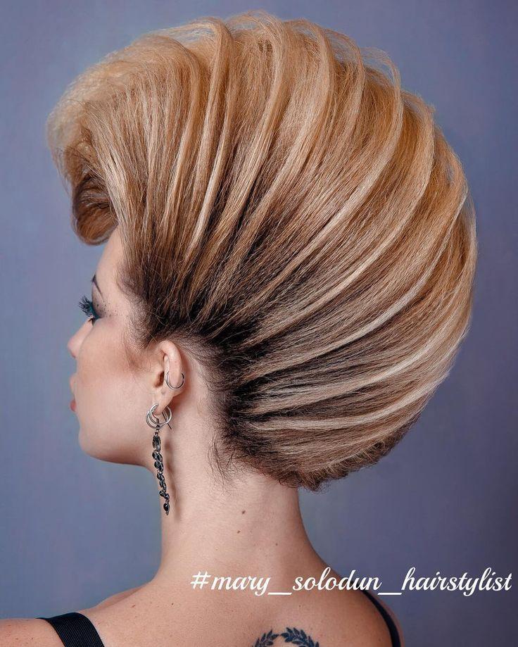 Всем привет) Такой текстурированый ирокез❤️. Форма не новая, но очень крутая.  Всех с праздником Halloween , кто какую причёску себе выбрал?) Или больше акцент на макияж делали?) Прическа выполнена исключительно из волос модели, без дополнительных валиков и волос  мною  @mary_solodun_hairstylist ;  Макияж  @victorianskay_ ;  Фото  @lesdpua ;  Ретушь  @photo_dnepr_as;  #МарияСолодун #креативнаяПрическа #парикмахерскиеуслуги #авангардПрическа #прическиднепропетровск #ирокез #прическ...