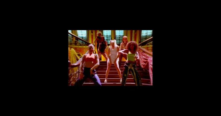 L'ex-Spice Girl rejoue une scène mythique, vingt ans après                      Que de souvenirs pour Geri Halliwell ! L'ex-Spice Girl a interpellé ses anciennes partenaires de scène Victoria Beckham, Mel B,... http://www.purepeople.com/article/geri-halliwell-l-ex-spice-girl-rejoue-une-scene-mythique-vingt-ans-apres_a235780/1