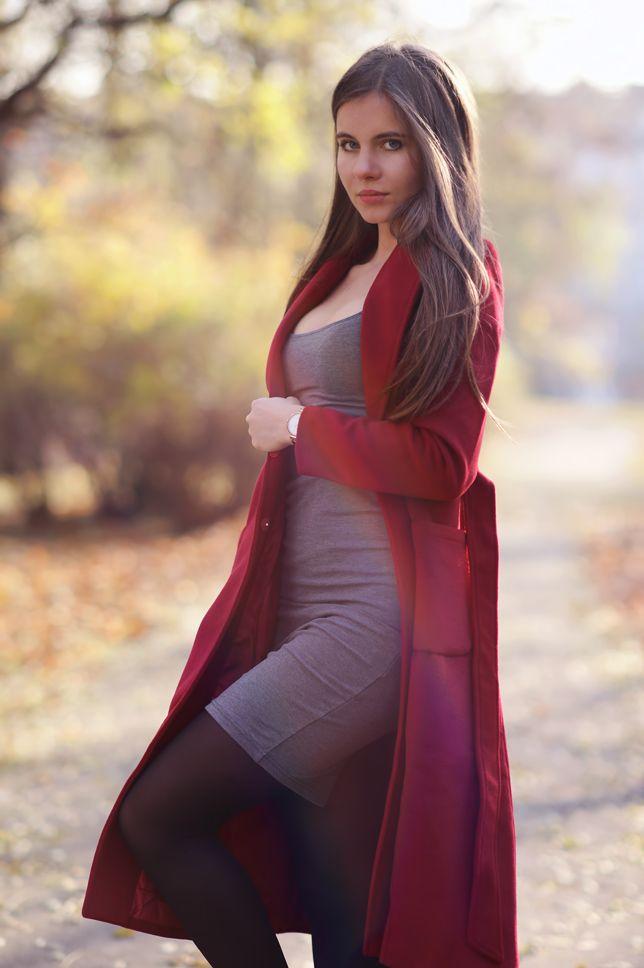 ...help! I have nothing to wear! - kobiecy blog o modzie / by Ari_Maj: Czerwony długi płaszcz, szara sukienka, czarne rajstopy i zamszowe botki