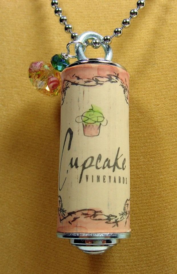 50 Great Ideas for DIY Wine Cork Art Projects - Snappy Pixels --paint or color in or on corks