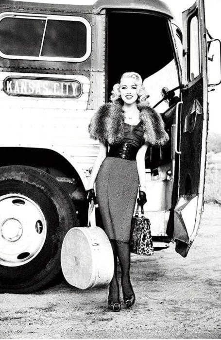 #50s #fashionAmber Heard, Fashion, Ads Campaigns, Vintage Outfit, Photos Shoots, Amberheard, Bus Stop, Vintage Style, Ellen Von Unwerth