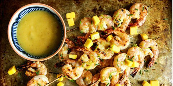 Voici une idée originale pour un plat, une entrée ou même pour vos apéritifs ! Les deux saveurs se marient très bien, et si vous aimez le sucré / salé vous allez adorer !  Il vous faut : 450g de grosses crevettes nettoyées (enlevez «l'enveloppe» de la crevette mais gardez la queue) Pour la sauce à la mangue : 2 c. à s. d'huile... Lire l'article