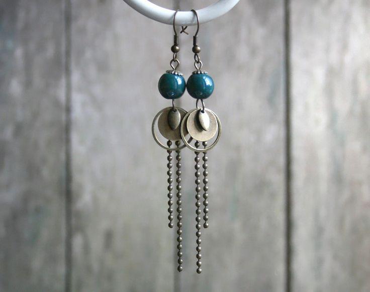 Boucles d'oreilles bohèmes bronze et bleues, perles en céramique bleu de Prusse : Boucles d'oreille par joaty