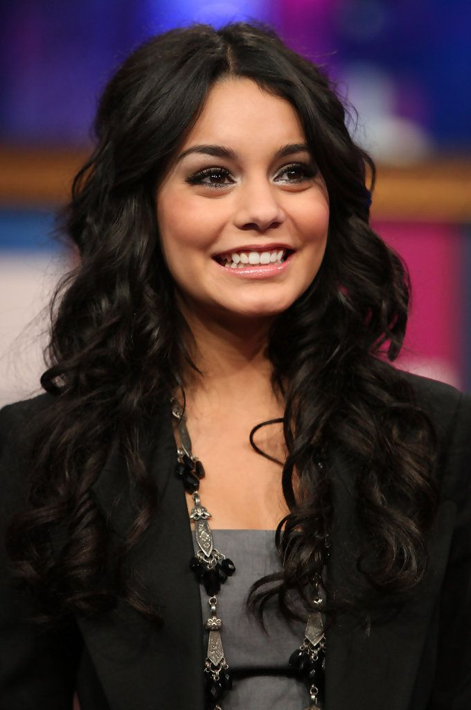 "Vanessa Hudgens - MTV's ""TRL"" Presents The Cast Of ""High School Musical 3"""