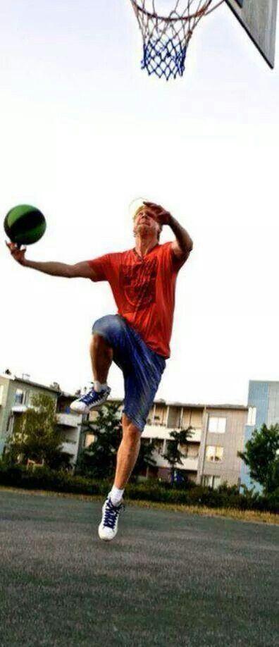 Samu Haber spielt Basketball :-D