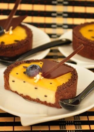 Torta de chocolate com creme de maracujá.