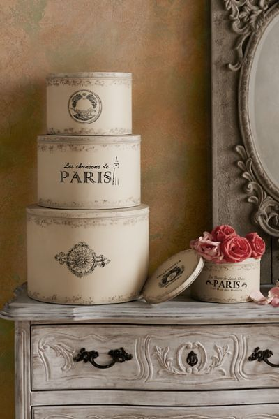 Perfect for decorative storage, our reproduction Parisian Hat Boxes have a vintage feel.