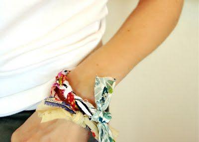 fabric friendship bracelet tutorial - perfect for summerFabrics Friendship, Bracelets Tutorials, Pink Couch, Friendship Bracelets Tutorial, Diy Crafty Things, Fabrics Bracelets, Fabric Scraps, Fabric Bracelets, Crafts
