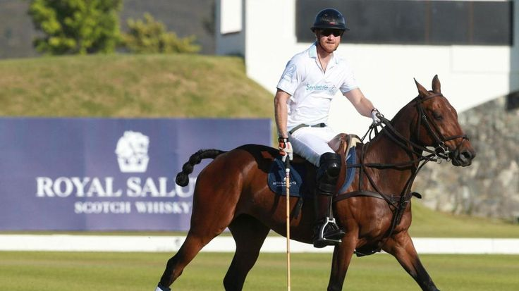 Prince Harry falls off his horse during a polo match, but don't worry! He still looks great. et.tv/1XsvWxl (@ETNOW)