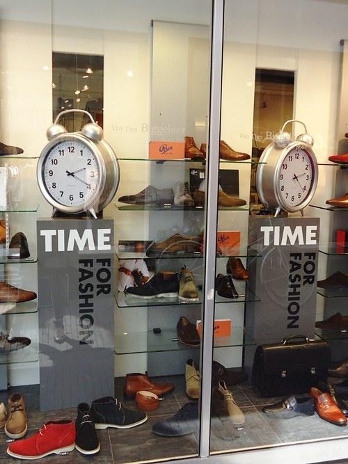 time for fashion etalage Van der Biggelaar schoenen in Wageningen