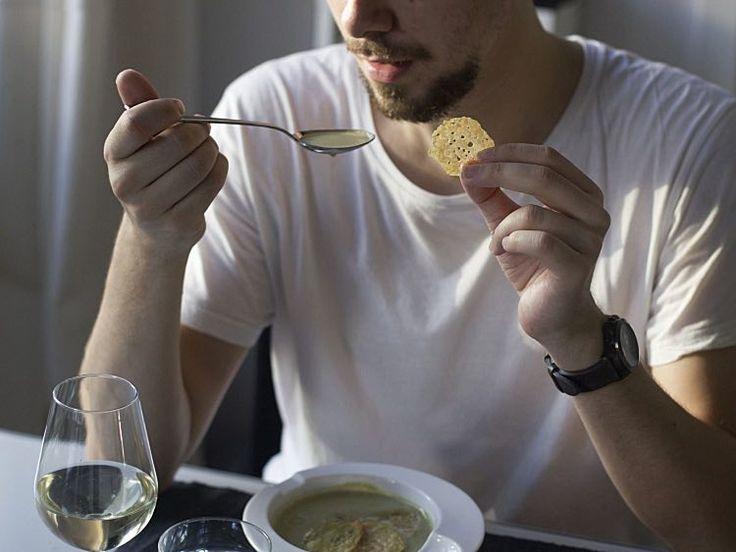DIY tutorial: Broccoli-courgette soep maken met aardappel-kaas chips via DaWanda.com