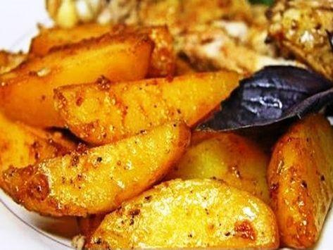 Очень вкусный и ароматный картофель. Готовится быстро. Ингредиенты: Свежий картофель, соевый соус, подсолнечное масло, чеснок, сол...