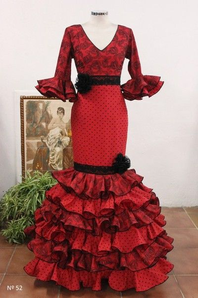 Maria Isabel Ruiz trajes de flamenca desde 100 euros - TRAJES DE FLAMENCA ESCLUSIVOS DE SRA 2014 Traje rojo a tramos lunares y encaje