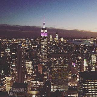 Instagram【shingaki03】さんの写真をピンしています。 《It was so cold when I took this picture😖 #nyc  #rockfellercenter  #topoftherock  #empirestatebuilding  #nightview  #ニューヨーク #ロックフェラーセンター #トップオブザロック #エンパイアステートビル  #夜景》