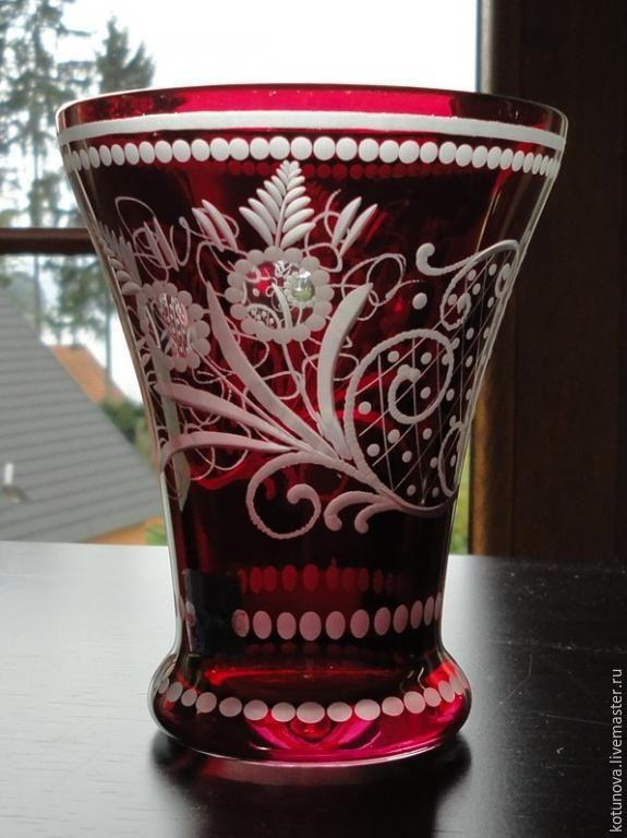 Купить Ваза? Рубиновая глазурь, гравировка. Маркирована - рубиновый, ваза старинная, без повреждений, старинная