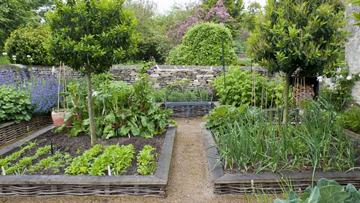 Garden Designer Justin Spink Cottage Garden in the Cotswolds