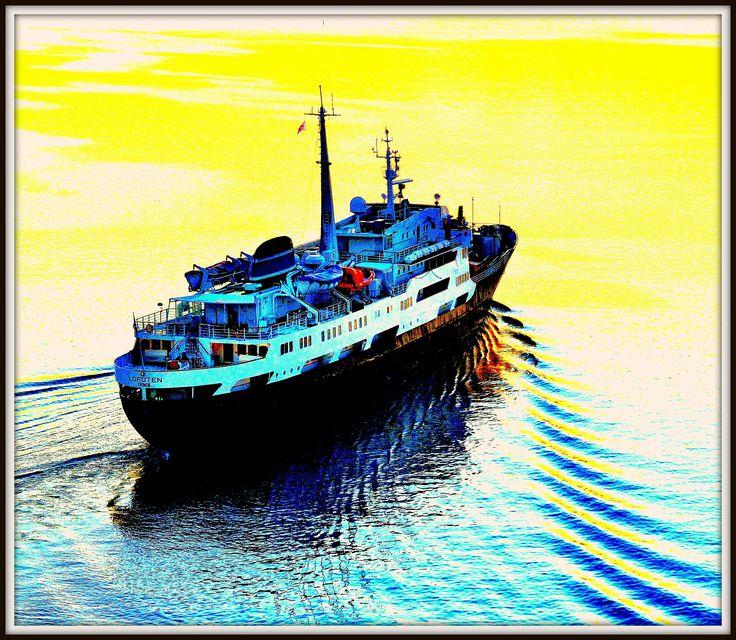 """MS Lofoten. foto: Trond Gansmoe Johnsen. Bildet er """"fargemanipulert""""."""