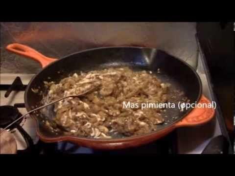 Plato de berenjena guisada con queso. por Chef Mikky Guerrero