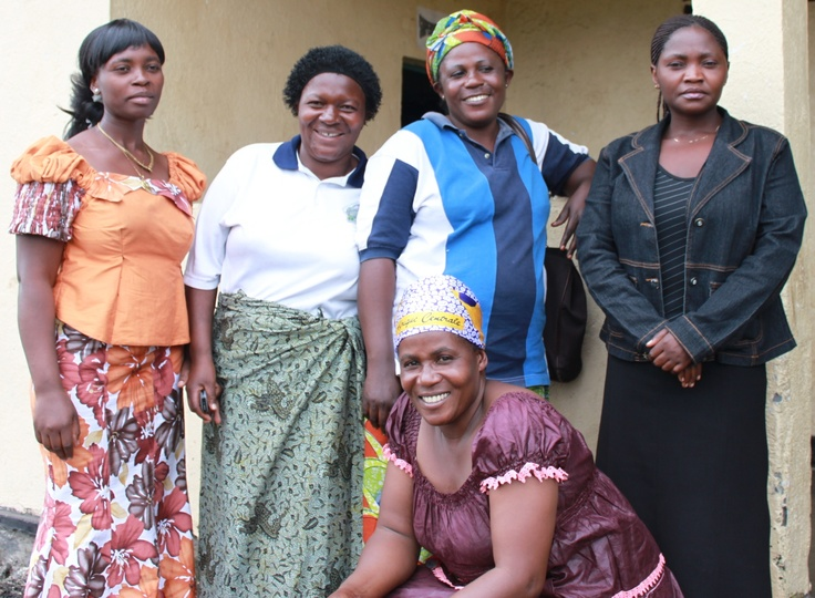 Mama Jeanne og noen av hennes hjelpere
