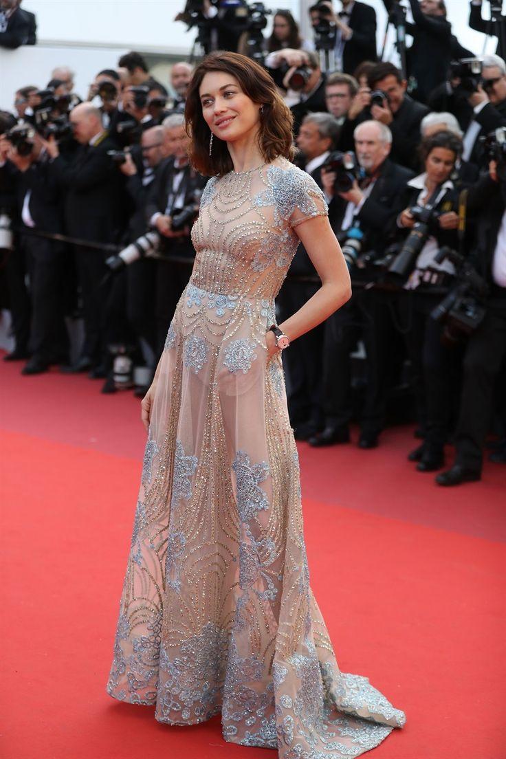 смотреть видео актрисы в прозрачном платье - 1