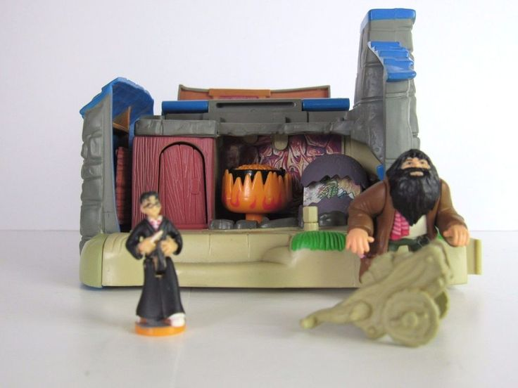 Harry Potter Hagrid's Hut World of Hogwarts Playset by Mattel With Figures