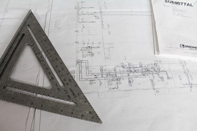Génie civil, mécanique, électricité… De nombreux domaines dans lesquels le dessinateur projeteur se spécialise et intervient. Par le passé, son travail se faisait par le biais de croquis sur feuilles de calque; elles-mêmes fixées sur des planches à dessin. Ses outils principaux étaient alors le porte-mine pour la création et l'encre de Chine pour la mise au propre. Dorénavant, avec les avancées technologiques, son travail se fait par ordinateur (CAO/DAO).