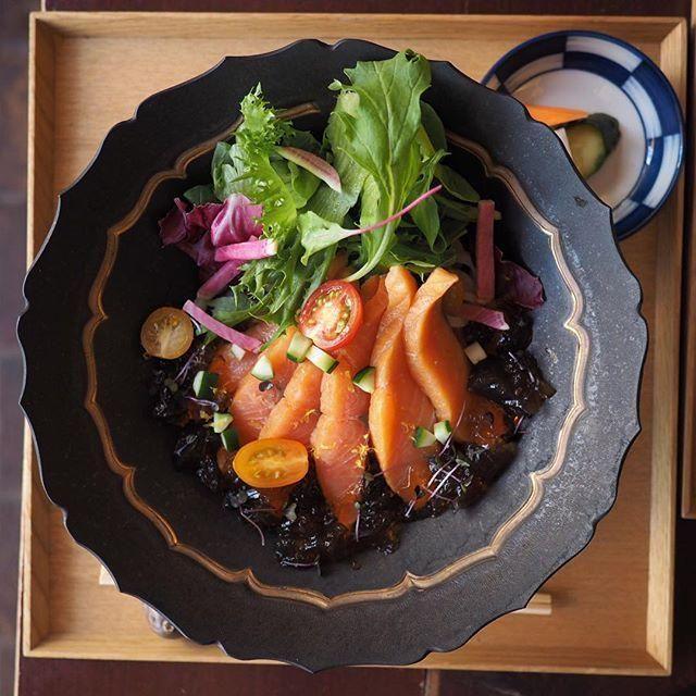 画像:自家製スモークサーモンのサラダ仕立てうどん | 町田のカフェ中野 ...