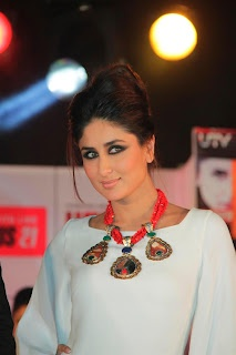Kareena Kapoor at Unveiling of Jealous 21 - Heroine Inspired Collection.   Bollywood Cleavage