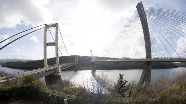 Ancien pont de Térénez. La déconstruction entre dans le vif du sujet