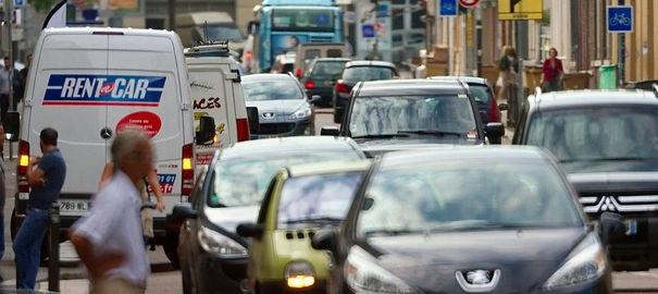 Les tarifs d'assurance vont augmenter à nouveau en 2013  La hausse sera comprise entre 1% et 4% dans l'automobile, 2% et 7% pour l'habitation. En 2013, les tarifs d'assurance automobile ne pourront plus être différenciés en fonction des sexes.
