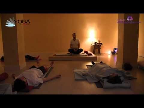 """Clase de Yoga """" práctica para conectar con tu propia relajación. Preparamos el cuerpo a través de sencillos movimientos que coordinados con la respiración nos ayudan a generar un estado más propicio para la relajación. A medida que vamos desprendiéndonos de la actividad el cuerpo y la mente se relajan y siempre podemos prestar atención a este proceso. Mantener la atención en tu relajación es muy similar a mantener la atención en la propia respiración.( tomar notas de meditación )"""