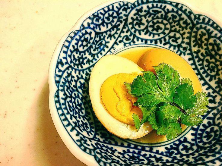 八角で台湾風煮卵。 . 晩ごはんに間に合わせよーと思ったら、漬け込み時間が足りんかった‥無念! . 豚を煮たスープに味付けして煮汁にreuse♡ . #八角#スターアニス#スパイス#香辛料#中華#台湾風#台湾料理#中華#料理#手料理#おうちごはん#晩ごはん#煮卵#味玉#卵#玉子#たまご#ゆで卵 . #staranise#Chinese#Asian#Asianfood#Chinesefood#Chinesecuisine#spice#cook#cooking#egg#boiledegg . もっと早く思い付けば良かったwww http://w3food.com/ipost/1513740410651023742/?code=BUB4uIjAhl-