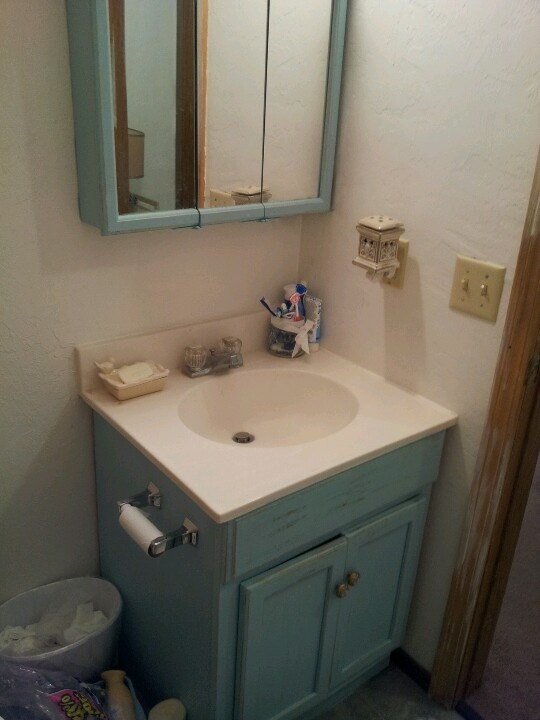 Revamp old bathroom vanity in apartment diy home for Old house bathroom ideas
