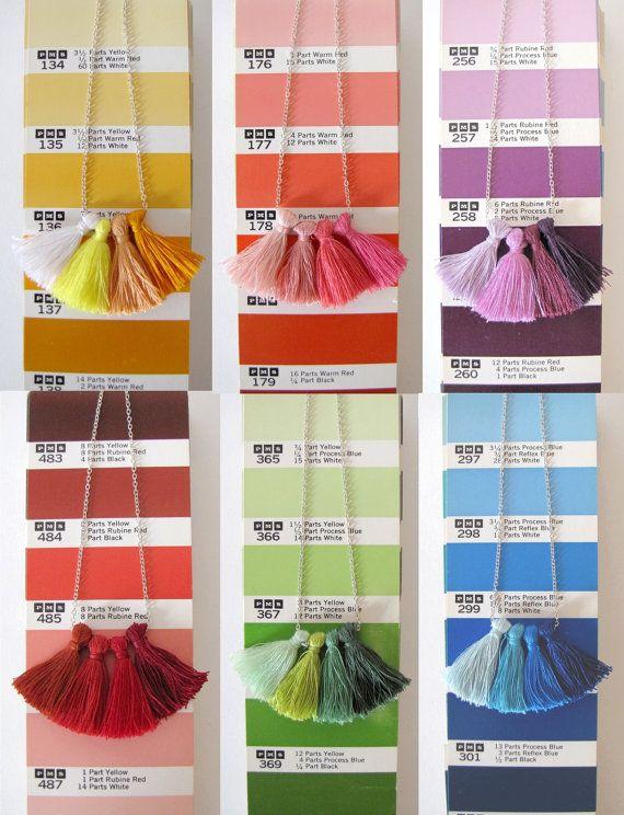 Collier à pompons  Dégradé de couleurs par MysteriousCircuss