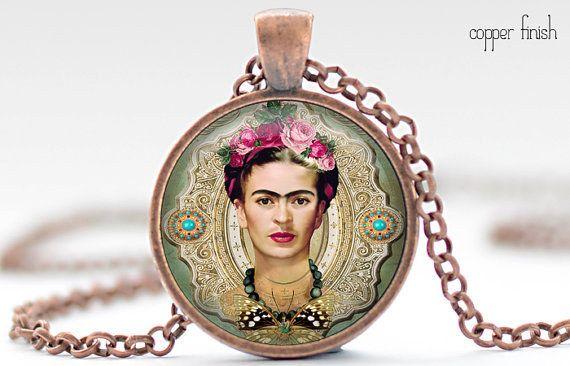 Este dije para adornar tu cuello: | 24 Bellos productos inspirados en Frida Kahlo que querrás comprar ahora mismo