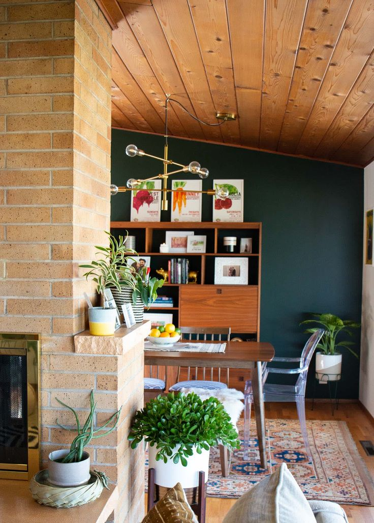 A Seattle Home's Dining Room Has a Great Green Accent Wall ...