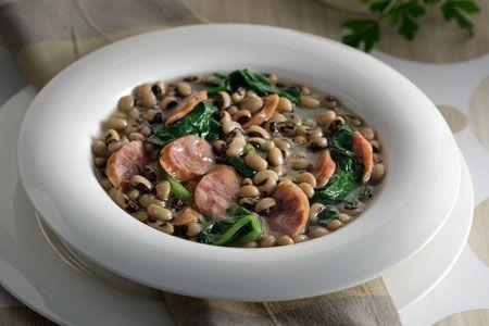 Φασόλια μαυρομάτικα με ψητά λουκάνικα - Συνταγές | γαστρονόμος