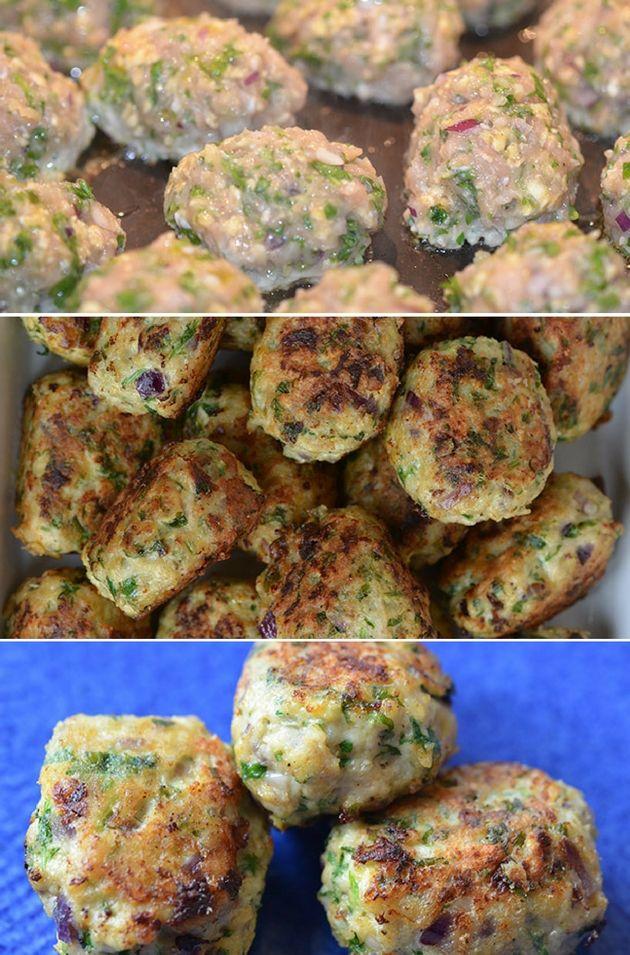 Super lækre og sunde kyllingefrikadeller med masser af smag fra rødløg, hvidløg og persille.