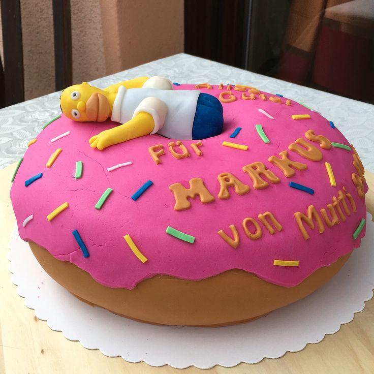 Homer Simpson mag ja den Donut über alles und wenn man dann noch ein großer Fan der Simpsons ist, entsteht diese Geburtstagstorte! Nochmal Happy Birthday Markus! #simpsons #cake #Fondant #happybirthday #torte #homersimpson #anni_cakes #donut