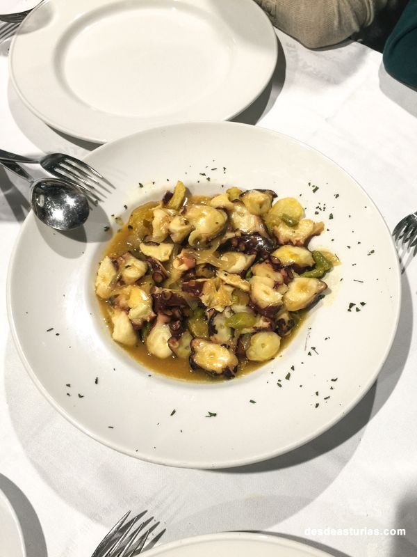 Comer bien en Asturias. [Más info] https://www.desdeasturias.com/asturias/comer-y-salir/