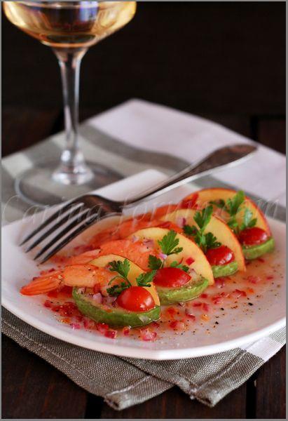 Avocado carpaccio with apples and shrimp