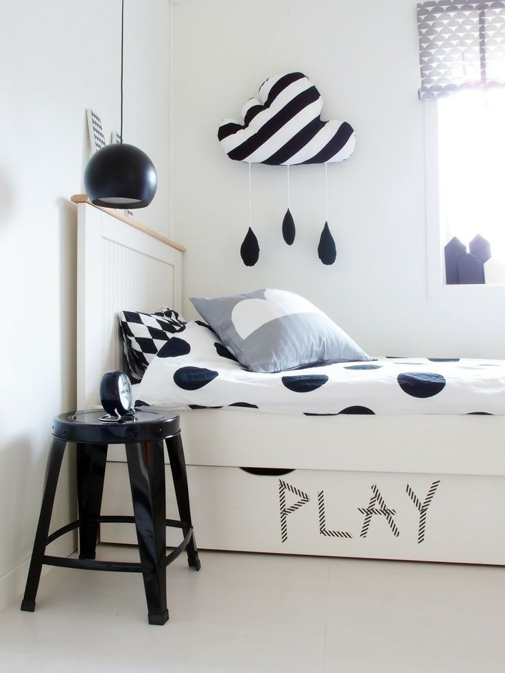 Black and white kid's room. Love the mix of patterns and the rainy cloud wall decor.