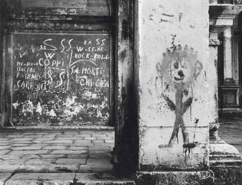 Gianni Berengo Gardin :: Dietro la Scuola Grande di San Rocco, Venezia, 1958