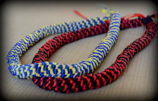 Continue weaving the ribbons in diagonals until yo…