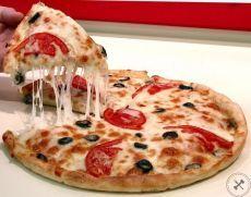 5 рецептов фитнес-пиццы 🍕 1. Удивительная куриная пицца без теста - все гениальное просто! ✒ Ингредиенты: • Филе куриное 600 г • Йогурт натуральный 50 г • Паста томатная 50 г • Маслины без косточек по вкусу • Сыр твердый нежирный 70 г • Помидоры 1 штука 📘Приготовление: 1. Отбить куриное филе (это наше тесто), выложить в форму и поставить в духовку на 10 минут при 180 градусах. 2. Для начинки смешать соус (томатная паста) и йогурт, достать наше тесто и намазать соусом, посыпать сыром,…