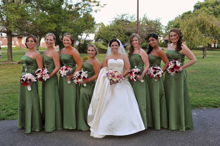Green bridesmaid dresses for fall! Get more fall wedding flower inspiration on the 1800flowers blog! #bridesmaids #weddingflowers