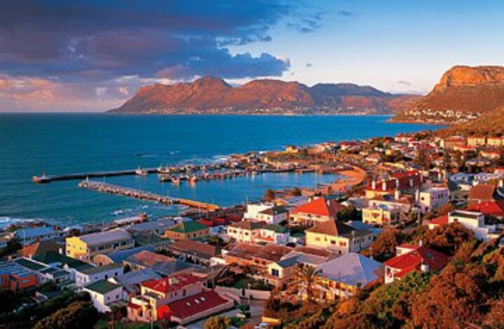 Kalk Bay, one of my fave arty and eatery spots in Cape Town: full of history, quaintness and sheer charm everywhere!